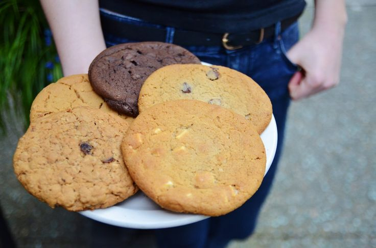 When it's time to hit pause in the afternoon, don't just take a coffee break ...take a #cookiemoment! Multitasking allowed! #middaytreat #happysnack