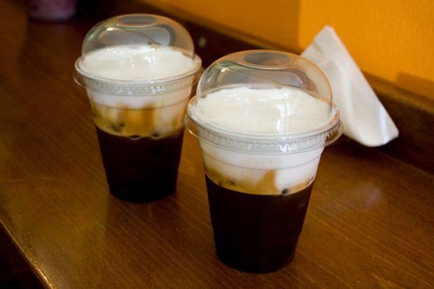 Δύο freddo cappuccino μέτριους