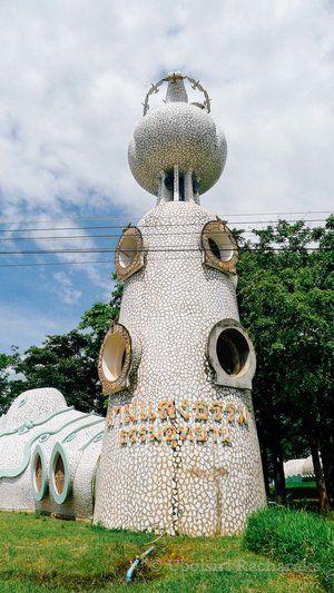 Wat Sam Saeng Tham at Phitsanulok, Thailand | chasingsandcastles.com