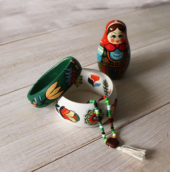 Сountry, folk, ethnic, nordic, scandinavian style wooden braceletes, bangles. White and green.
