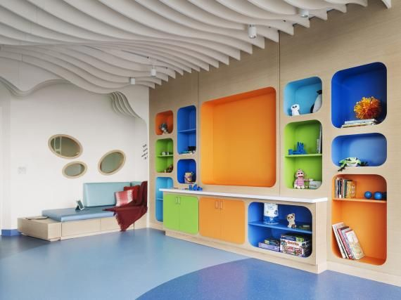The patient floor includes a sun-filled children's play room. Located in the corner of the floor plate, this play room has floor-to-ceiling glass windows. The room features low counters and seating. Photo: Nikolas Koenig