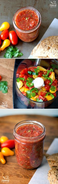 Fresh homemade salsa that is perfect to make with farmers market goodies via Kimshealthyeats.