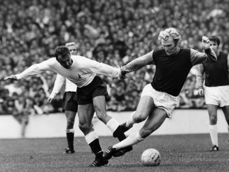 bobby-moore-of-west-ham-is-tripped-by-tottenham-hotspur-forward-jimmy-greaves.jpg (473×355)