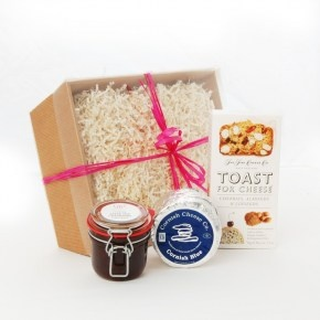 Cheese lovers hamper £25.00  It's not often two sets of taste buds enjoy the same cheeses. Some like it mild while others fancy it strong, but whatever your loved ones taste, you will be able to treat them to one of our deluxe cheese hampers.