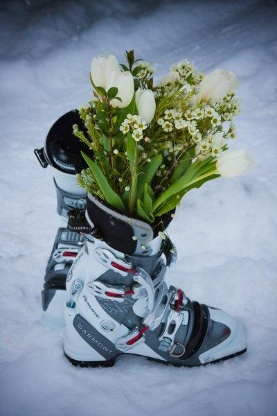Ski Wedding!! Love but instead snowboard boots
