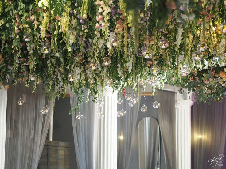 amazing flower ceiling | tavan cu flori naturale | organizare si decor eveniment | aranjamente florale #wedding #flowers #amazing #eventdesign