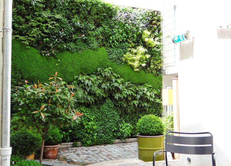 Murs végétalisés de l'hôtel Jules et Jim #Paris création designer végétal jardins de babylone http://jardinsdebabylone.fr/projects/mur-vegetal-murs-vegetaux/hotel-jules-et-jim-3/
