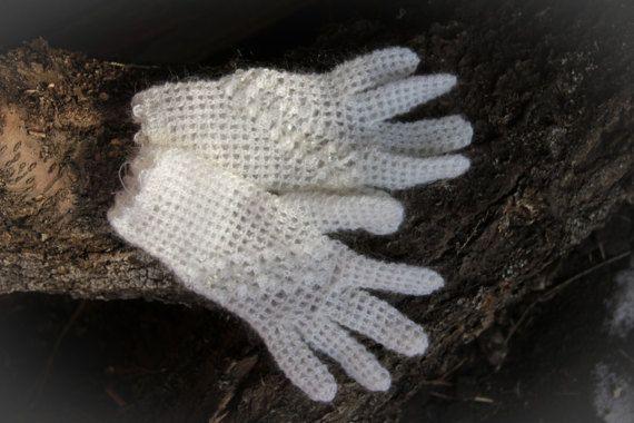 Белые перчатки ручной работы с кристаллами из от Russianshowl