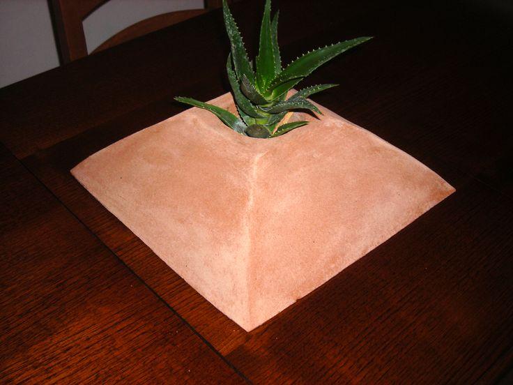 #terracotta #Tuscany #handmade #flower_box #flower #pyramid #piramide #fioriera #tuscan_landscape Flower box pyramid / Fioriera piramide. Handmade terracotta by Tuscany Art.