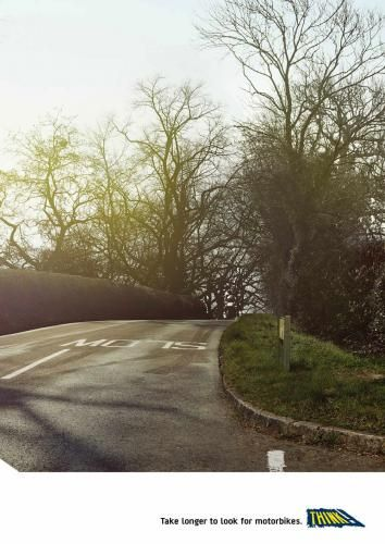 Se 2 ganger før en krysser en vei. Motorsykler kan være vanskelige å få øye på