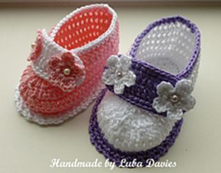 Easy-to-make lovely shoes for baby girl. They will perfect fit on feets, soft & light. Made from 100 % cotton.