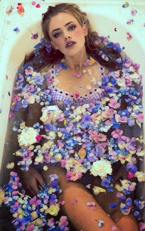 How to Chic: A BOHO LIFE - PETAL BATH