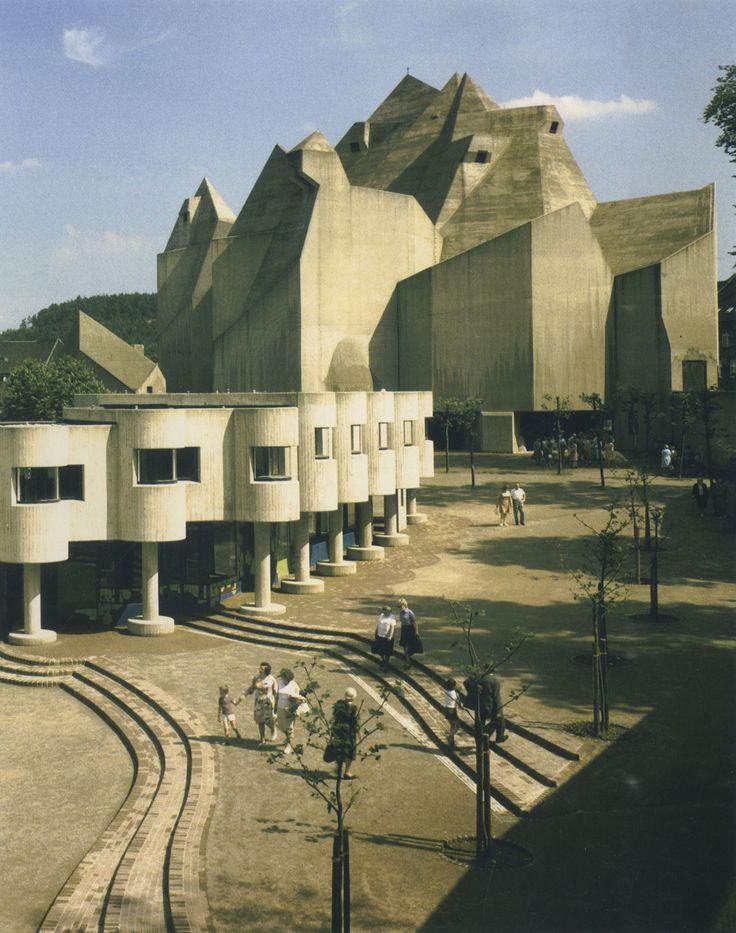 Part Martian apartment complex, part cement bunker à le Frank Ghery and Antoni Gaudí. Gottfried Böhm's Pilgrimage Church, Neviges, Germany, 1963-73.