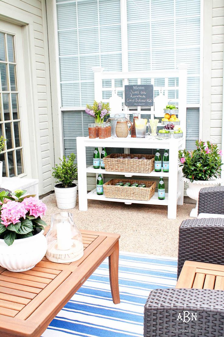 These are such easy tips to update your summer backyard patio for the season! See more on https://ablissfulnest.com/ #patio #backyardideas #ABlissfulNest #InteriorDesign #Decorator #Stylist #Blissful #HappyHome #designtips