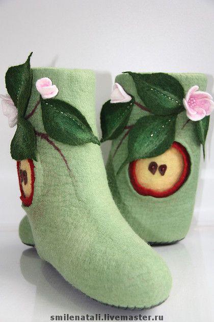 Валенки `Яблочный Спас` 1. Уютные домашние валенки. Очень теплые. С ярким оригинальным декором. Подшиты вручную натуральной кожей.