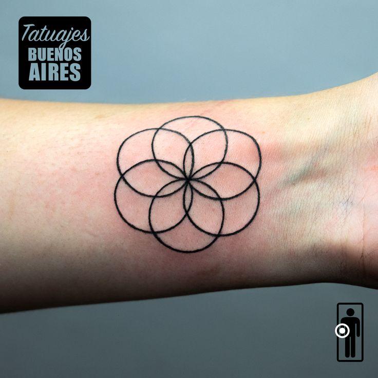 Tattoo geosa figura geomtrica realizado por Jose Luis Segura en Tatuajes Buenos Aires Argentina  Pagina web www.tatuajesbuenosaires.com Whatsapp + 54 9 11 5882-5558   #tatuajes #geometria #circulos #flor #lineas #mano #brazo #mujer