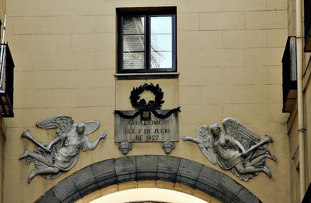 Arco de los Héroes del 7 de julio 1822. Calle del 7 de Julio. Madrid | Flickr: Intercambio de fotos