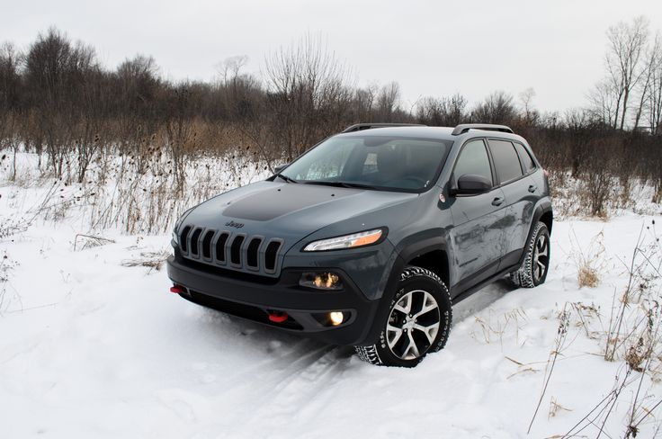 We spent a few weeks in a 2014 Jeep Cherokee Trailhawk to see if even the most off-road-oriented Cherokee can live up to the on-road-biased demands of today's typical crossover buyer.