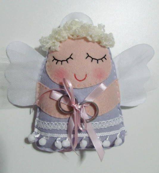 Está procurando um porta-alianças diferente? Este anjinho é super original e delicado! R$ 41,00