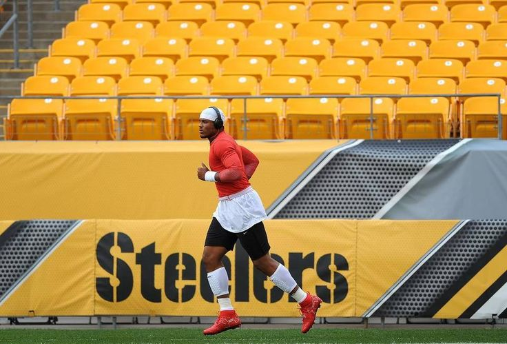 Carolina Panthers quarterback Cam Newton runs a lap around Heinz Field prior to the team's preseason game vs the Pittsburgh Steelers on Thursday, September 3, 2015 in Pittsburgh, PA.
