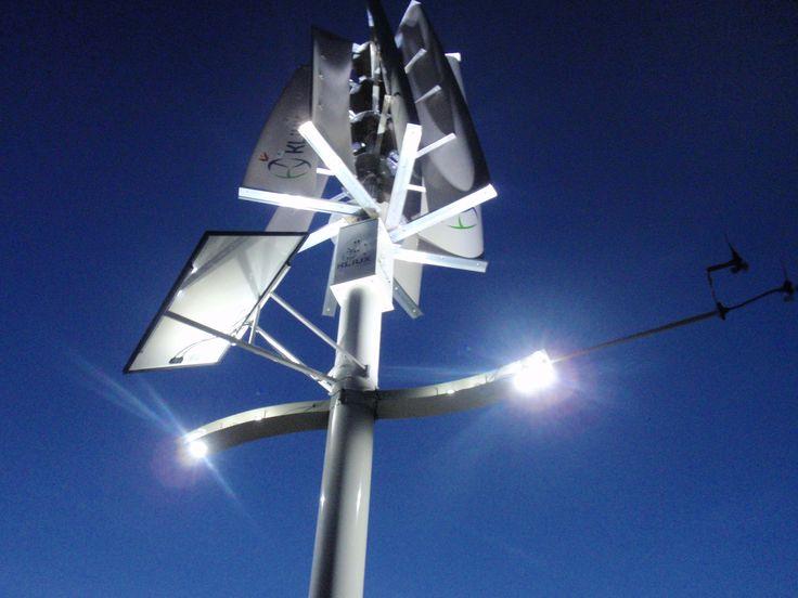 Sistema Híbrido con combinación de luminaria LED y solar-fotovoltaica incorporada