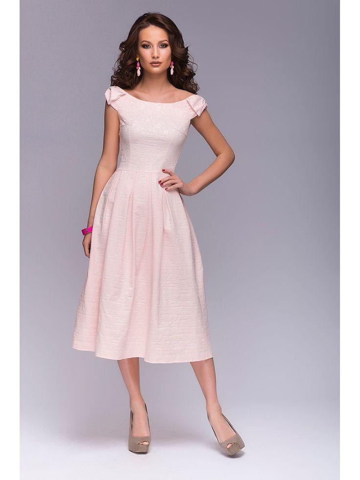 Платье с бантиками на плечах. Платье выполнено из хлопкового жаккарда. Жаккард очень нежного цвета, приятный на ощупь, с красивым фактурным рисунком. Открытая линия плеч. Юбка женственной длины миди с бантовыми складками.