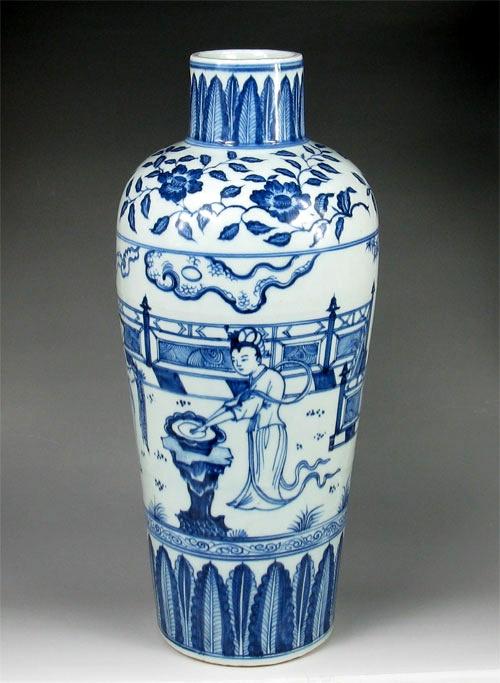 MING DYNASTY BLUE AND WHITE PORCELAIN Bottle VASE