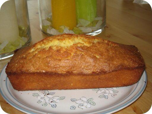 Boerencake 200 Gr. Boter 4 eieren 200 Gr suiker Zakje vanille suiker 100 Gr bloem 100 Gr zelfrijzend bakmeel  Mix de boter en eieren tot een schuimig geheel. Voeg de suiker en vanillesuiker toe. Mix dit weer goed. Voeg als laatste het bloem en bakmeel erbij. Schep het in een beslagkom en zet deze in voorverwarmde oven op 175 graden voor 60 min.