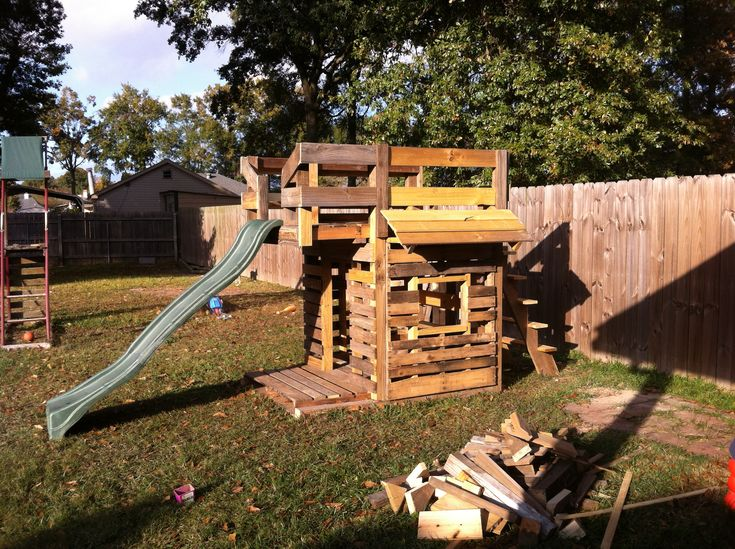 pallet playhouse for the kids that hubby built from