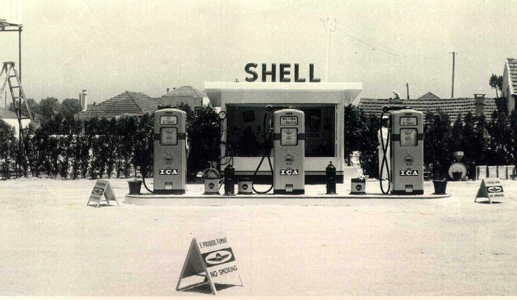 Posto de abastecimento da Shell (hoje da Repsol), na Avenida do Marechal Gomes da Costa, em 1955 // #porto #oporto #vintage #50s #porto50s // webook.pt