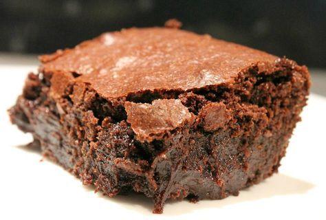 Az egyik legfinomabb amerikai desszert: csokis brownie recept Jamie Olivertől. Kattints, hogy megtudd: hogyan kell tökéletesre sütni, hogy ne száradjon ki!