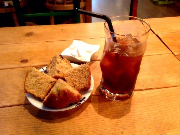 CoffeeHaru's blueberry muffin and Americano   운동 후 지친 몸을 이끌고 머핀과 함께 커피 한잔.