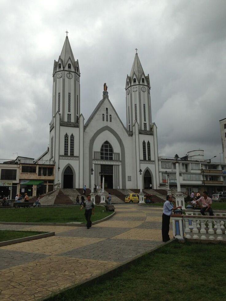 Twitter / Tachahin: Iglesia Santa Rosa de Cabal ...