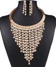 Luxe-gouden-sieraden-set-ketting-+-oorbellen-met-veel-strass-steentjes