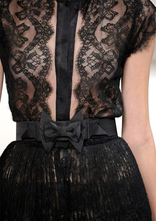 Let me reiterate...black lace, short skirts, and ruffles. This look is SO cute!