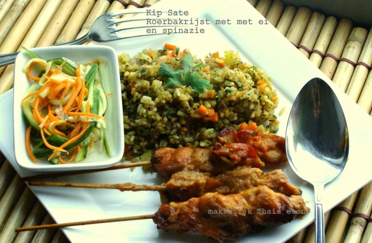 Kip Saté en Thaise roerbak rijst met ei en spinazi...