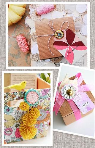 Pompones y cintas rosas