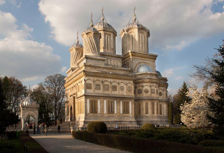 Curtea de Argeș Cathedral in Romania http://i.imgur.com/JrabQY0.png