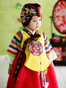 We had stylish look of Hanbok for girls on First birthday party!