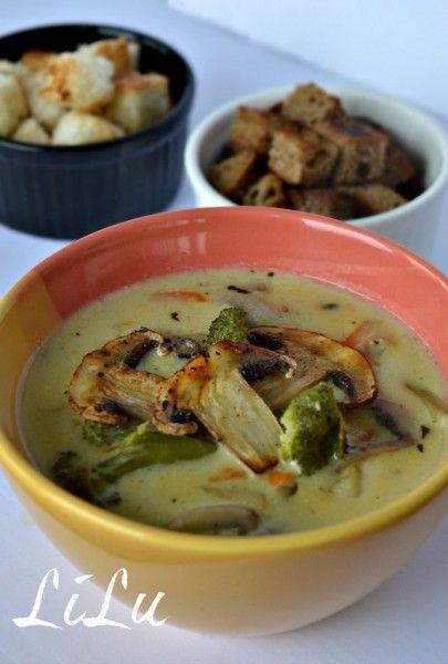 Сирний суп з брокколі і печерицями