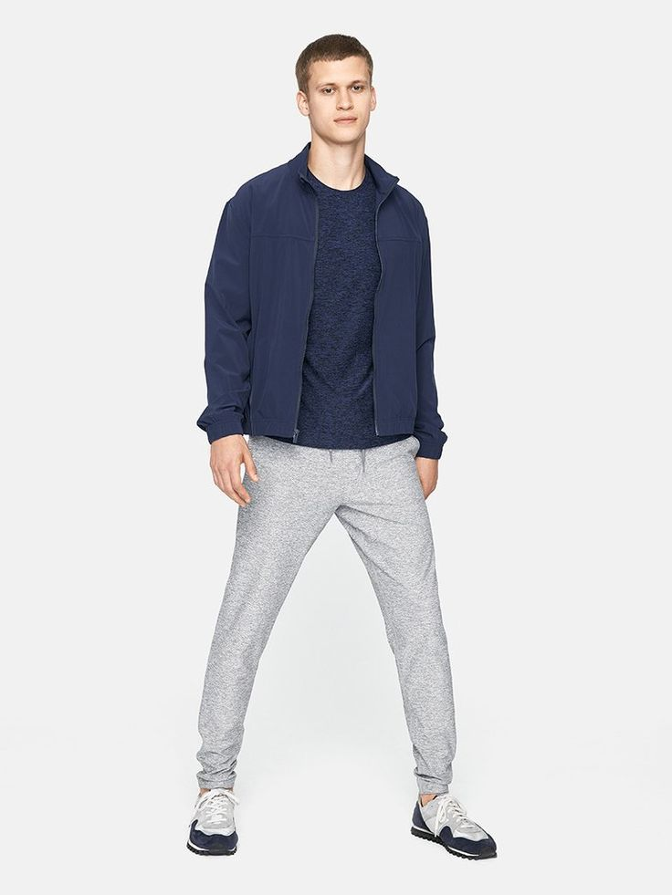 Midweight full-length sweatpants with drawstring waist.