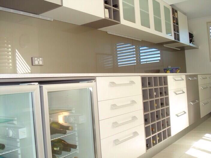 Glass Splashbacks Blend Beautifully Into Any Kitchen Design And Are So Practical Easy To Clean