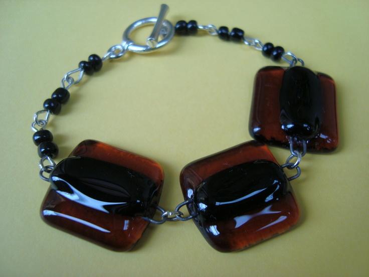 https://www.facebook.com/vitreamx/app_596458023721783 Pulsera de vidrio color ambar y negro