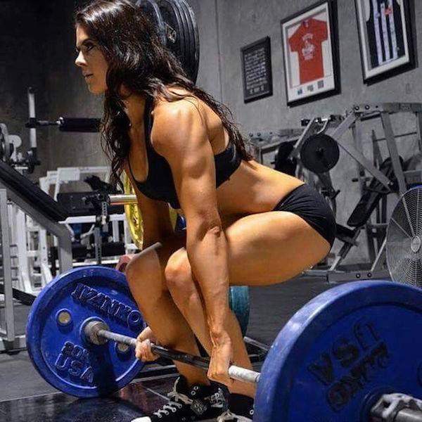 Martwy ciąg, urazy, trening siłowy dla kobiet, trening z ciężarami - http://www.fitnow.pl/pl/nowinki/martwy-ciag-czy-szkodzi-plecom