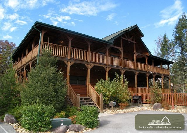 Hemlock Inn   8 BR 8.5 BA Cabin In The Smokies   Pine Tree Lodge And