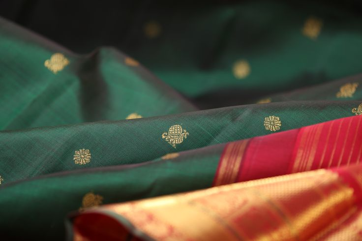 Immerse yourself in the beauty of green, rich in cultural and spiritual inspiration in South India. Look out for this exquisite shade of deep bottle green #kanakavalli #kanjivaram #silk #sari #india #handloom #green