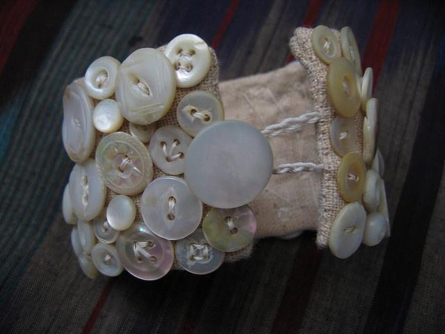 Button Bracelet!  <3  Yes, please!