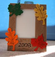 Fall Leaves Picture Frame Craft--- could use leaves with the acorns