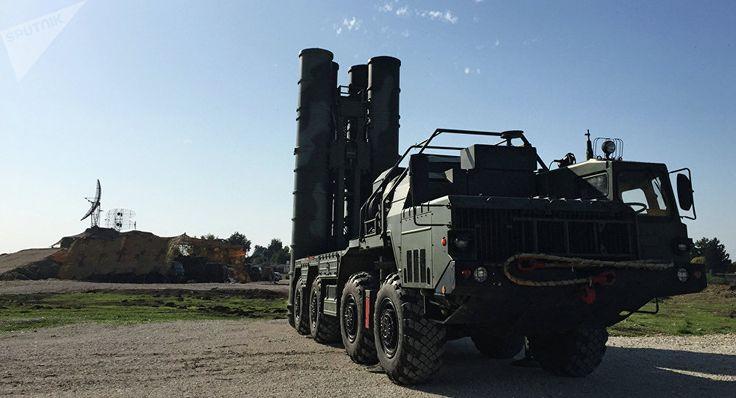 """Das syrische Raketenabwehrsystem hat eine Raketenattacke Israels auf ein Forschungszentrum im westlichen Damaskus abgewehrt. Dies teilte eine mit der Situation vertraute Quelle gegenüber der russischen Nachrichtenagentur RIA Novosti mit.   """"Das syrische Raketenabwehrsystem hat drei von sechs Ra..."""