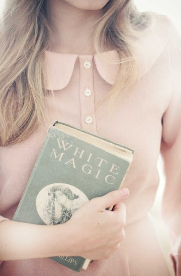the wild fleur: Books Covers, White Magic, Wedding Dressses, Black Magic, Peter Pan Collars, Peterpan, Blushes, Dreams Boards, Old Books